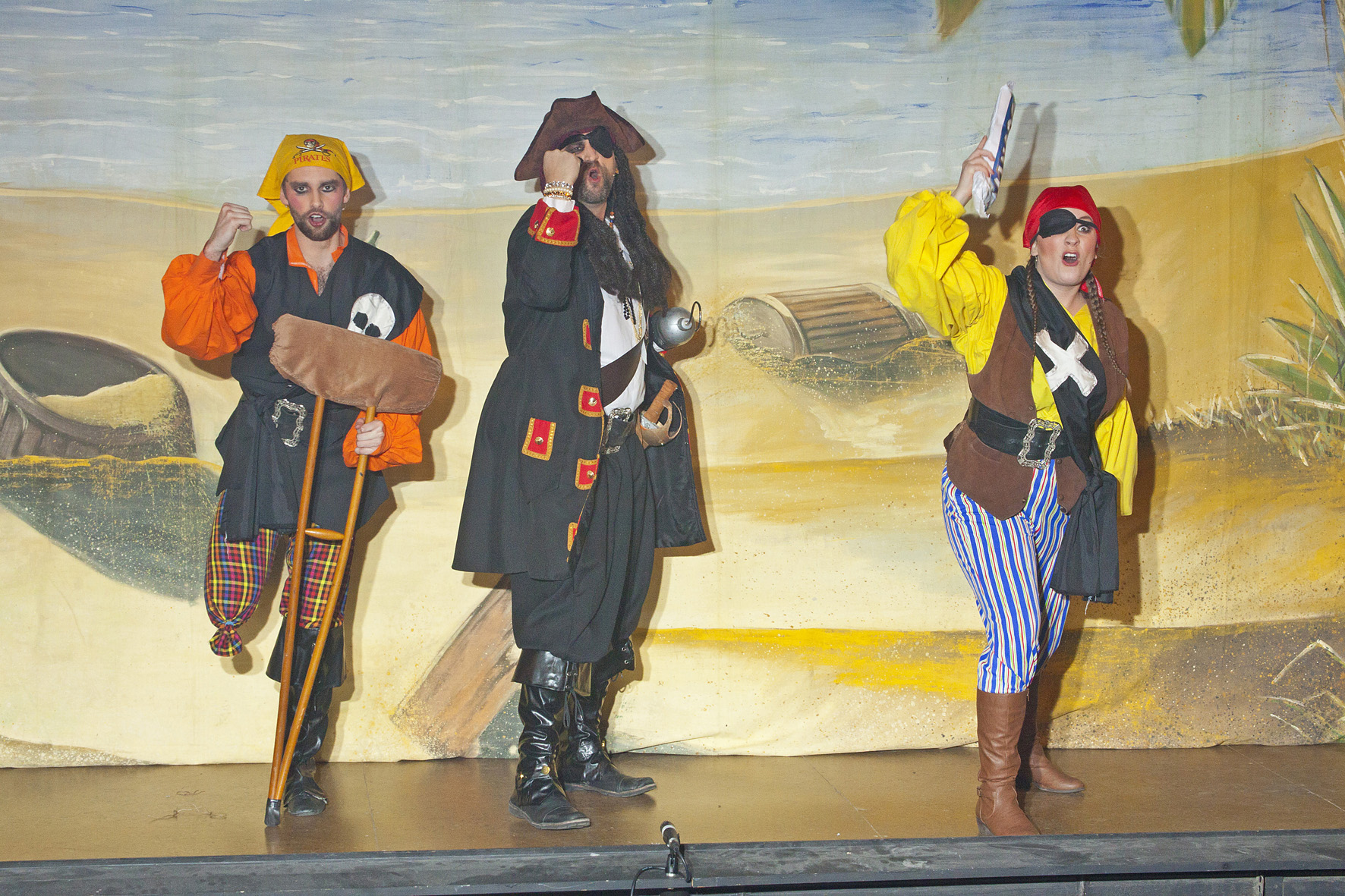 Huge success for robinson crusoe and the pirates wayfarers pantomime society - Robinson crusoe style ...